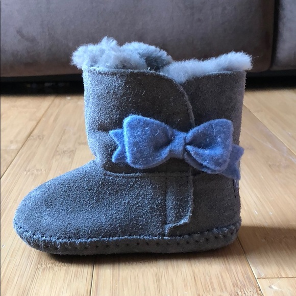 c2ffc0c513a UGG Kids (infant/toddler) Cassie Bow size 4/5
